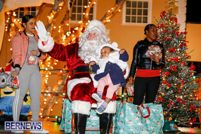 Santa-Comes-To-St-Georges-Bermuda-December-2-2017_3478