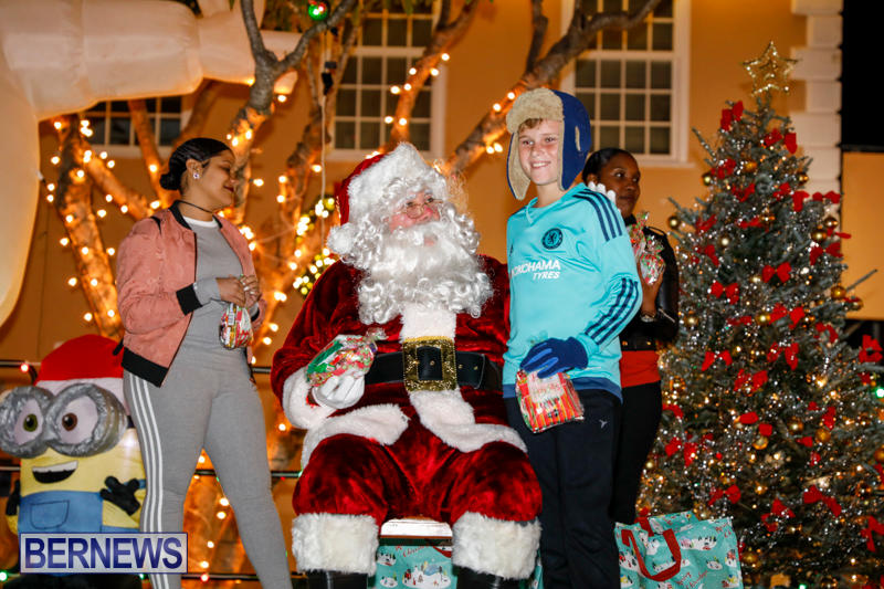 Santa-Comes-To-St-Georges-Bermuda-December-2-2017_3483
