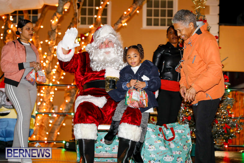 Santa-Comes-To-St-Georges-Bermuda-December-2-2017_3485