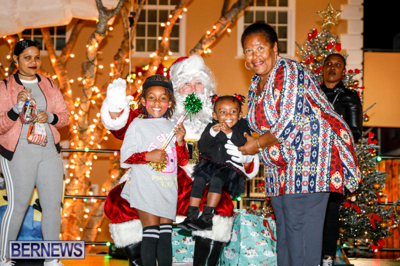 Santa-Comes-To-St-Georges-Bermuda-December-2-2017_3488