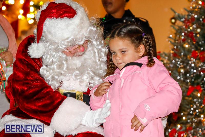 Santa-Comes-To-St-Georges-Bermuda-December-2-2017_3493