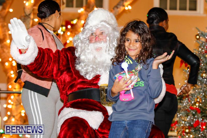 Santa-Comes-To-St-Georges-Bermuda-December-2-2017_3506