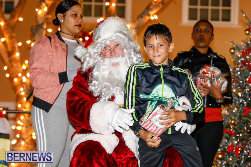 Santa-Comes-To-St-Georges-Bermuda-December-2-2017_3509