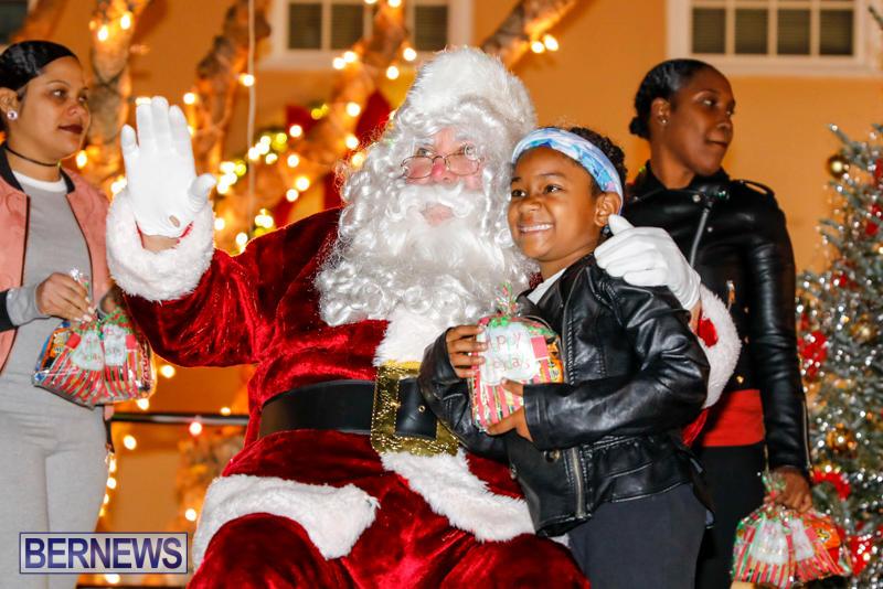 Santa-Comes-To-St-Georges-Bermuda-December-2-2017_3528