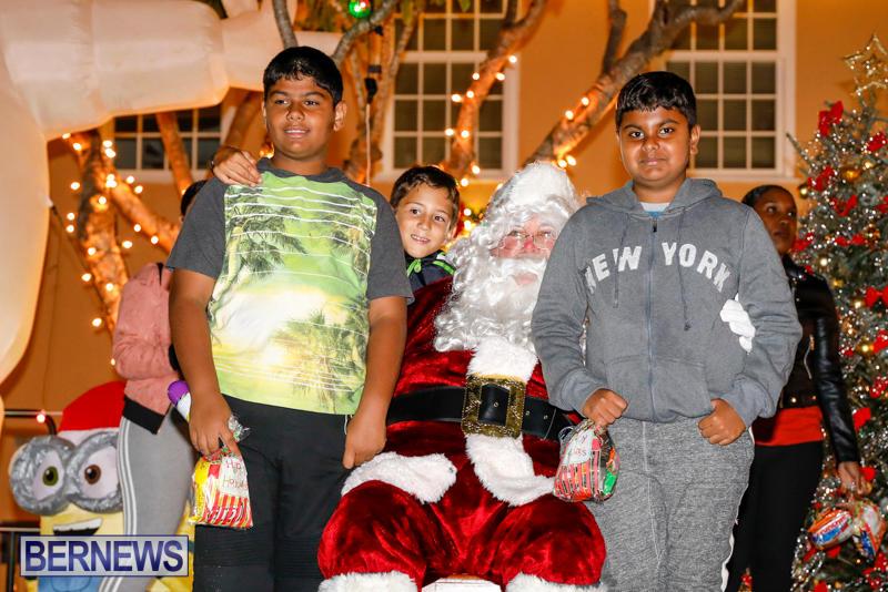 Santa-Comes-To-St-Georges-Bermuda-December-2-2017_3534
