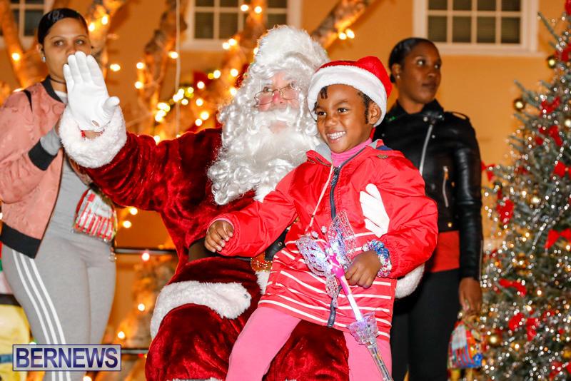 Santa-Comes-To-St-Georges-Bermuda-December-2-2017_3537