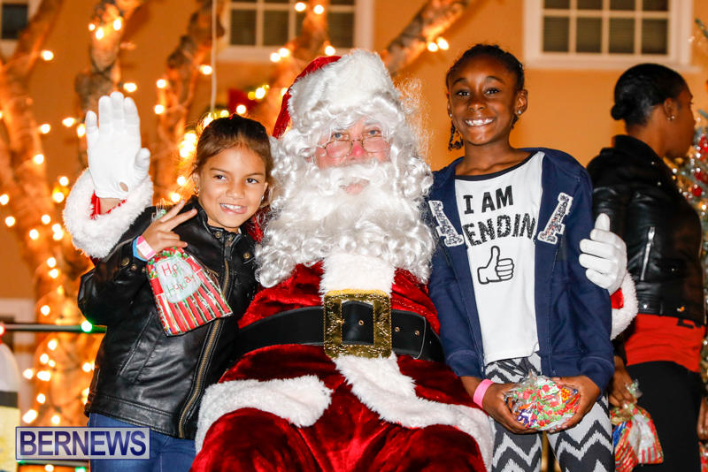 Santa-Comes-To-St-Georges-Bermuda-December-2-2017_3543