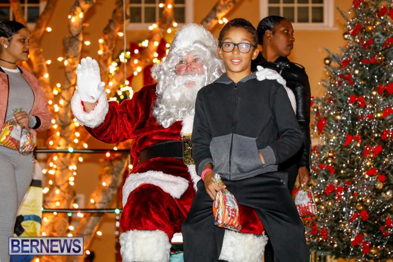 Santa-Comes-To-St-Georges-Bermuda-December-2-2017_3559