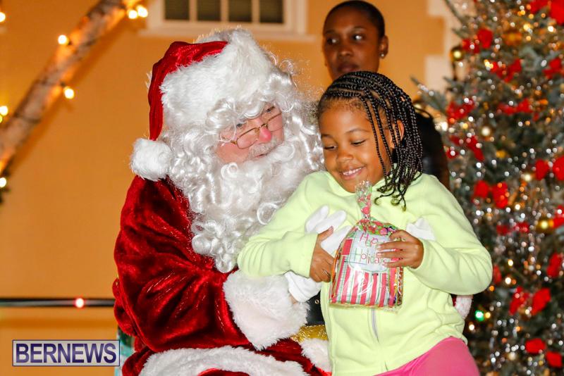 Santa-Comes-To-St-Georges-Bermuda-December-2-2017_3563