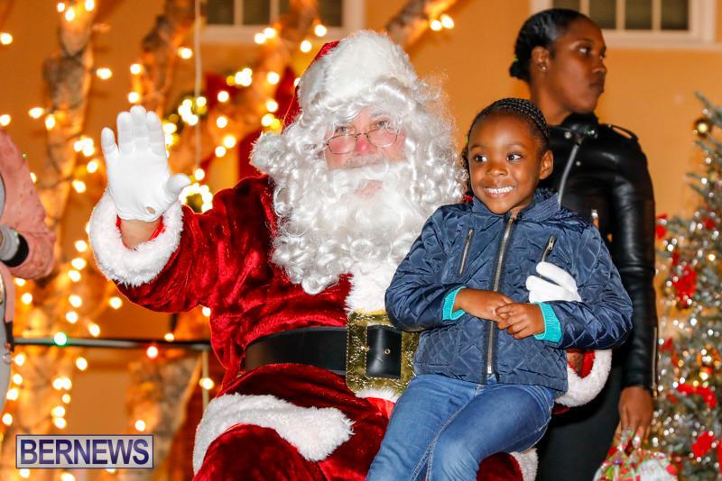 Santa-Comes-To-St-Georges-Bermuda-December-2-2017_3565