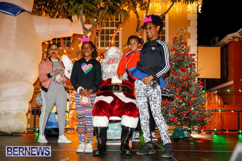 Santa-Comes-To-St-Georges-Bermuda-December-2-2017_3570