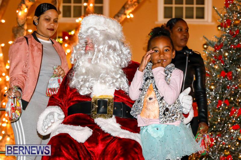 Santa-Comes-To-St-Georges-Bermuda-December-2-2017_3579