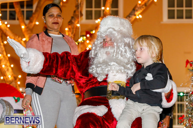 Santa-Comes-To-St-Georges-Bermuda-December-2-2017_3599