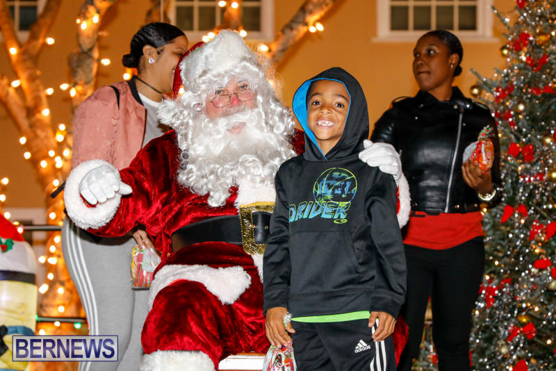 Santa-Comes-To-St-Georges-Bermuda-December-2-2017_3605