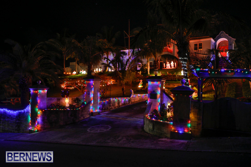 Sayle-Road-Christmas-Decorations-Lights-Bermuda-December-22-2017-7345