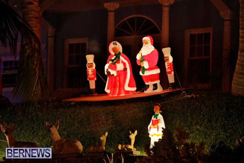Sayle-Road-Christmas-Decorations-Lights-Bermuda-December-22-2017-7357