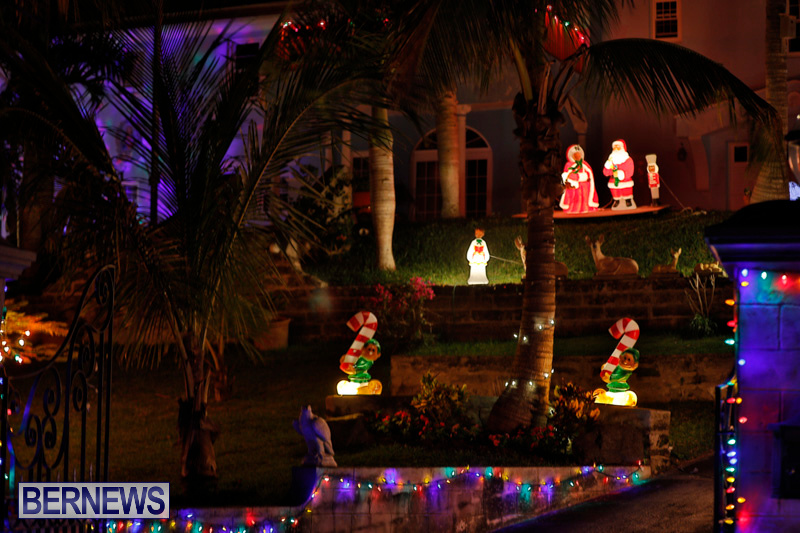 Sayle-Road-Christmas-Decorations-Lights-Bermuda-December-22-2017-7361
