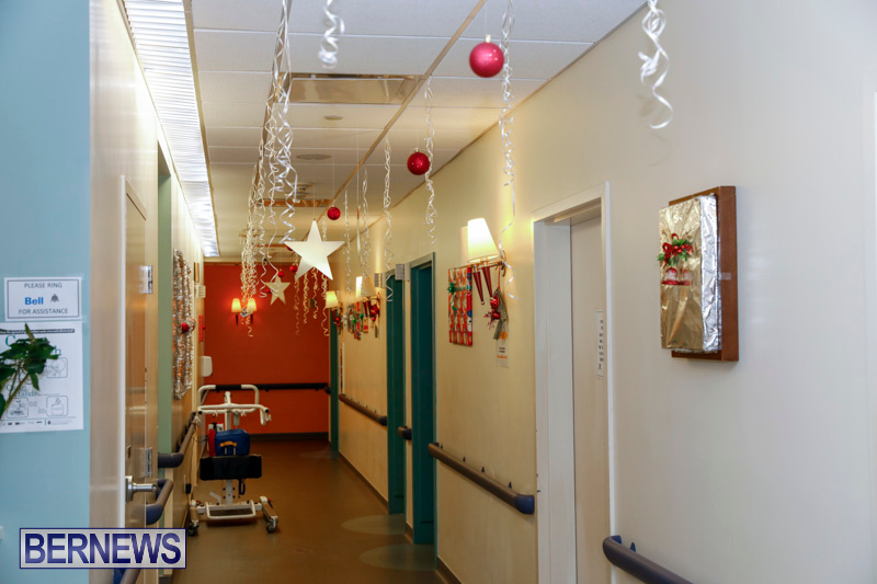 Sylvia-Richardson-Care-Facility-Christmas-Decorations-Bermuda-December-20-2017-6553