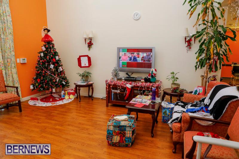 Sylvia-Richardson-Care-Facility-Christmas-Decorations-Bermuda-December-20-2017-6554