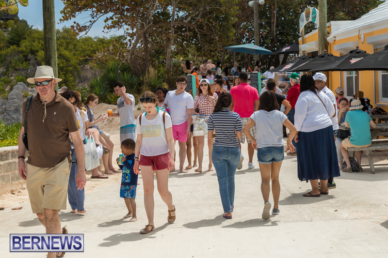 Horseshoe-Beach-Good-Friday-Bermuda-March-30-2018-3