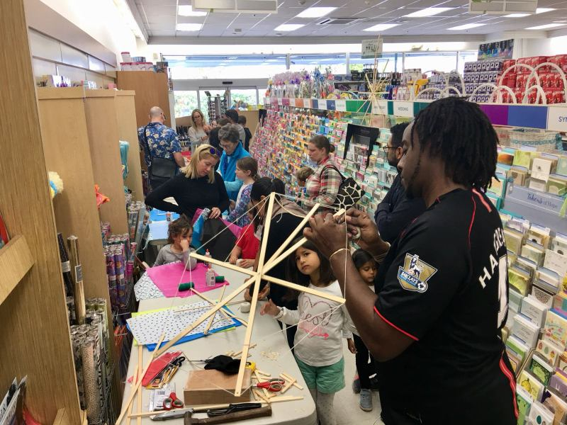 Phoenix Stores Kite Making Workshops Bermuda, March 25 2018 (13)