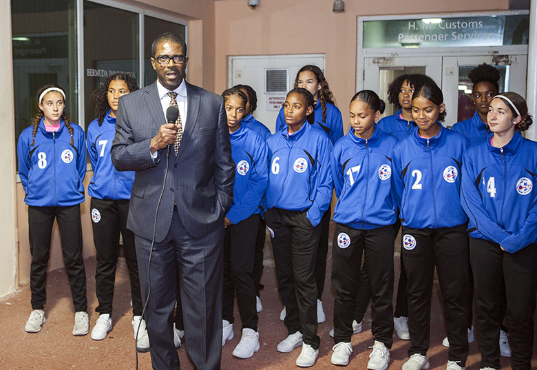 Minister Weeks Greets U17 Football Team Bermuda April 2018 (4)