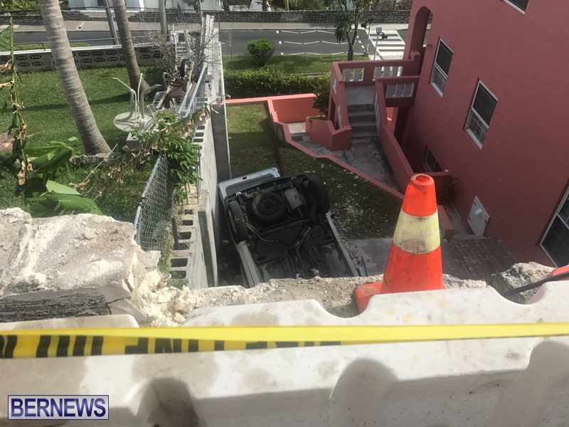 Overturned Car Bermuda April 11 2018 (4)