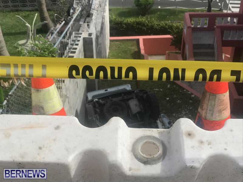 Overturned Car Bermuda April 11 2018 (7)