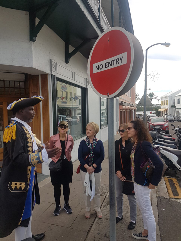 Shopping Tour Tabs Bermuda April 30 2018 (2)