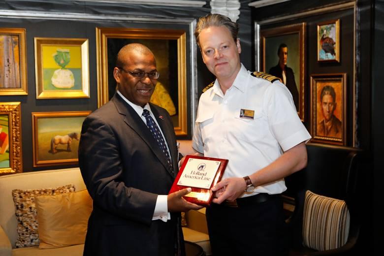 Zuiderdam Inaugural visit Bermuda April 26 2018 (2)