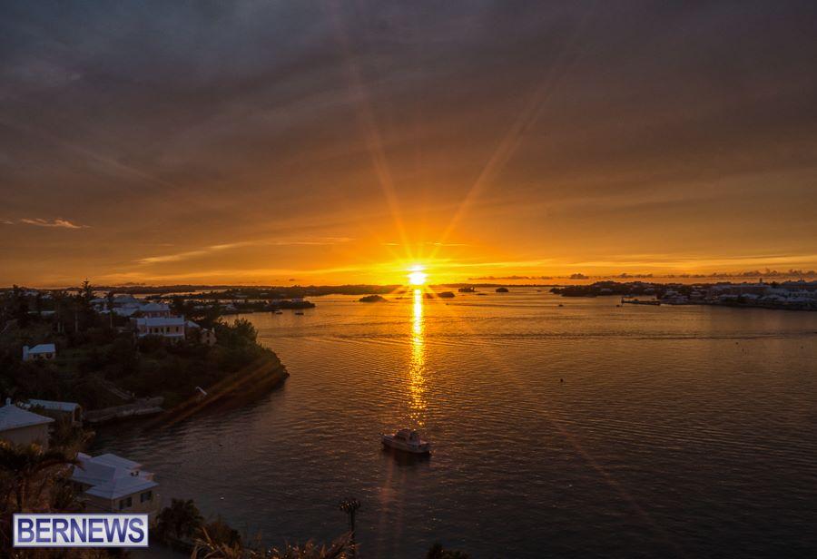202 A spectacular starburst sunset falls over Hamilton
