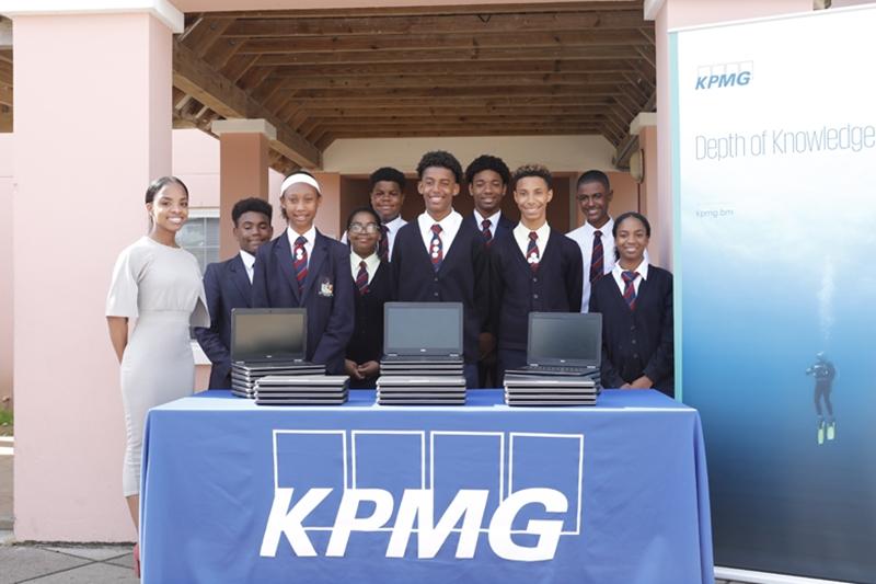 9158_Education_workforce_Minister_KPMG_Laptop_Donation_Dellwood_JS_0007