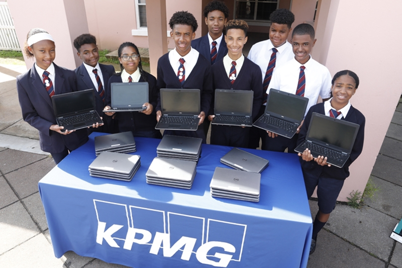 9158_Education_workforce_Minister_KPMG_Laptop_Donation_Dellwood_JS_0036
