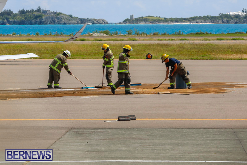 Fuel Spill Plane Bermuda, May 28 2018-7617