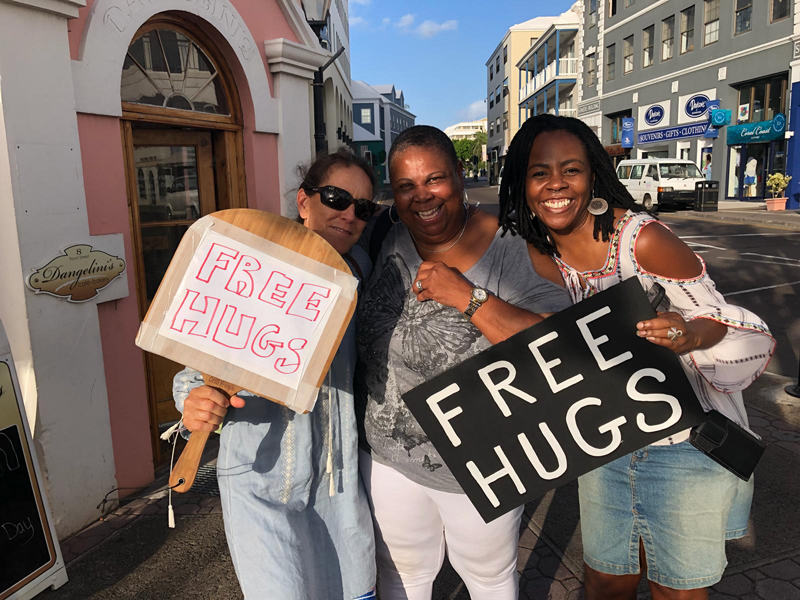 Free Hugs Bermuda October 2018 (2)