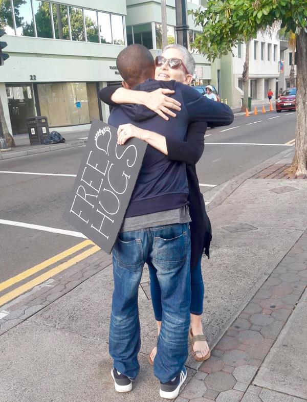 Free Hugs Bermuda October 2018 (8)
