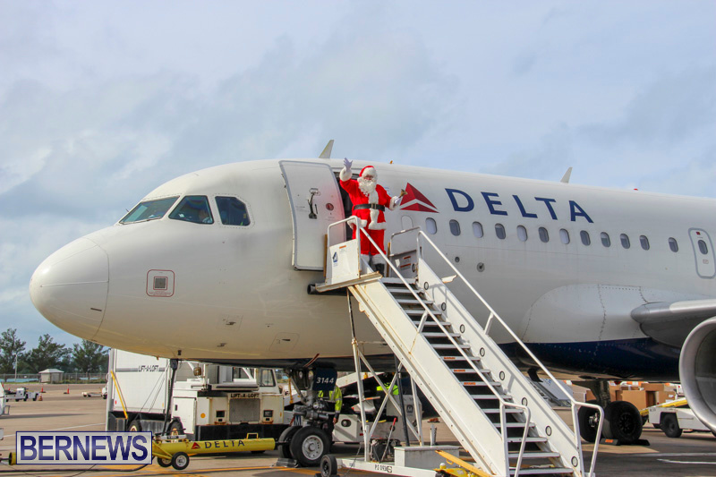 Children-Greet-Santa-At-Airport-Bermuda-November-23-2018-8321