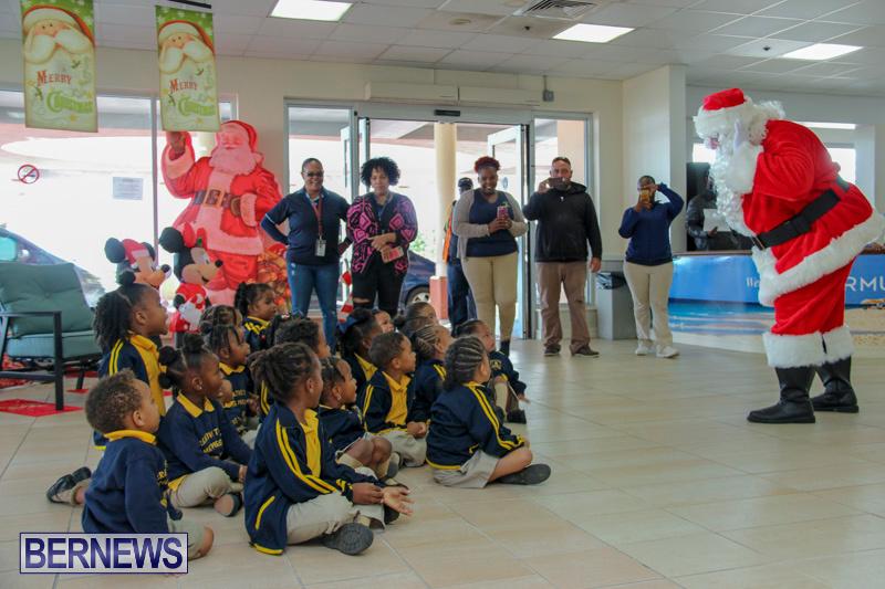 Children-Greet-Santa-At-Airport-Bermuda-November-23-2018-8379