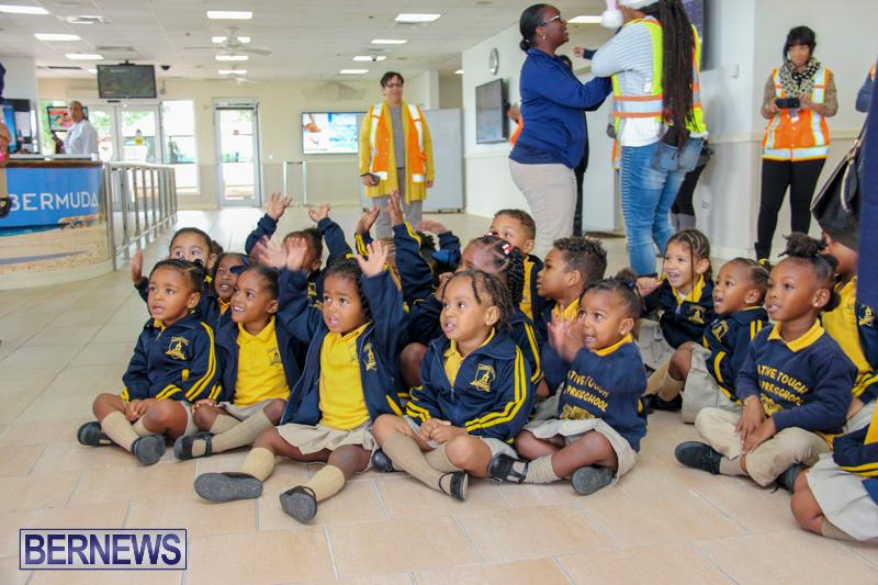 Children-Greet-Santa-At-Airport-Bermuda-November-23-2018-8388