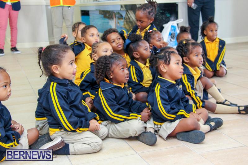 Children-Greet-Santa-At-Airport-Bermuda-November-23-2018-8393