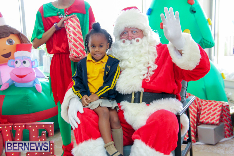 Children-Greet-Santa-At-Airport-Bermuda-November-23-2018-8396