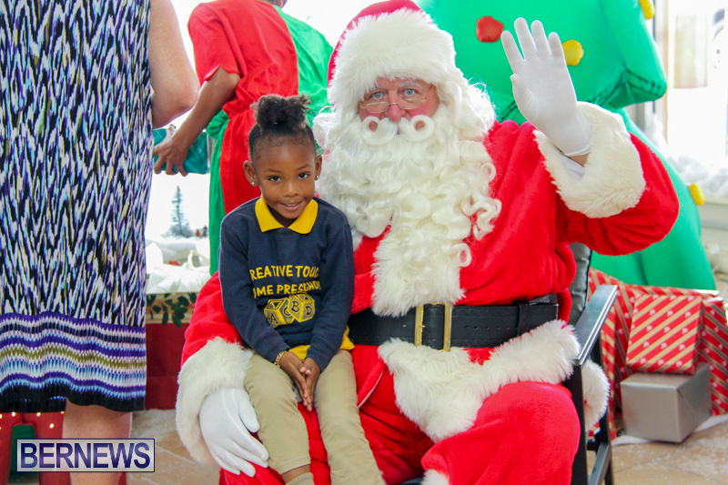 Children-Greet-Santa-At-Airport-Bermuda-November-23-2018-8398