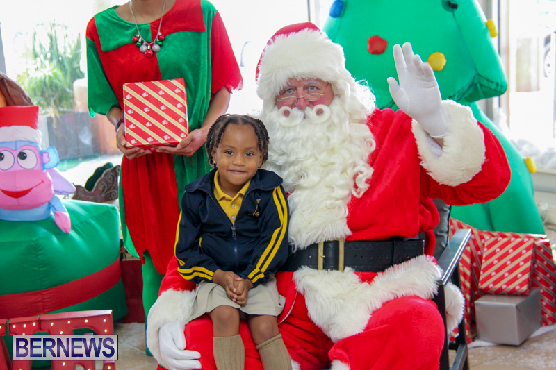 Children-Greet-Santa-At-Airport-Bermuda-November-23-2018-8401