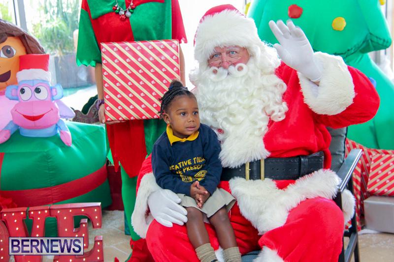 Children-Greet-Santa-At-Airport-Bermuda-November-23-2018-8407