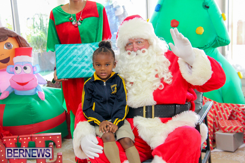 Children-Greet-Santa-At-Airport-Bermuda-November-23-2018-8410