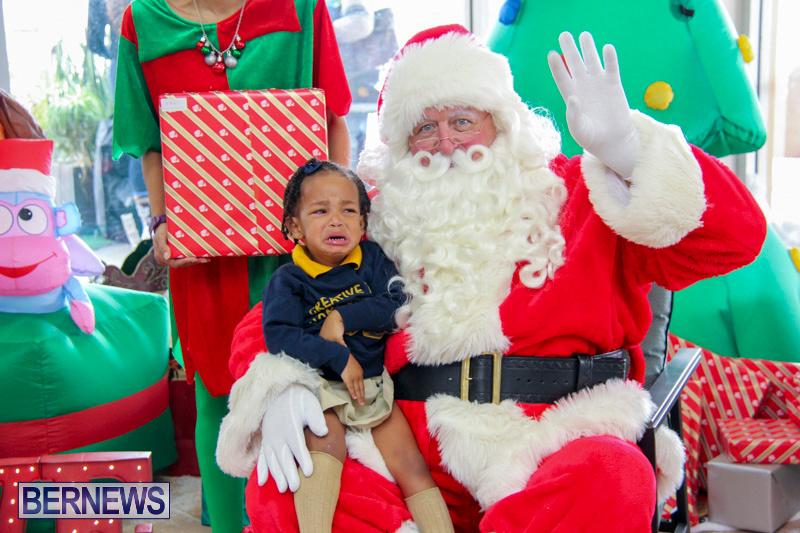Children-Greet-Santa-At-Airport-Bermuda-November-23-2018-8412