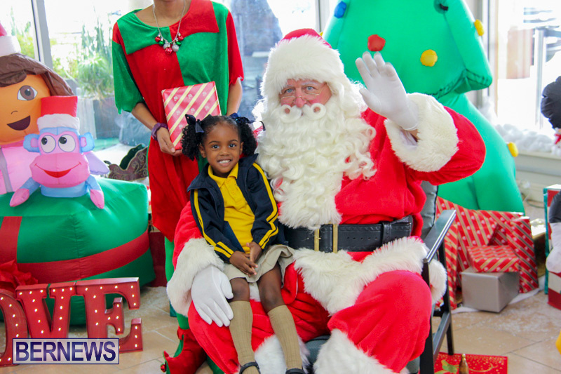 Children-Greet-Santa-At-Airport-Bermuda-November-23-2018-8414