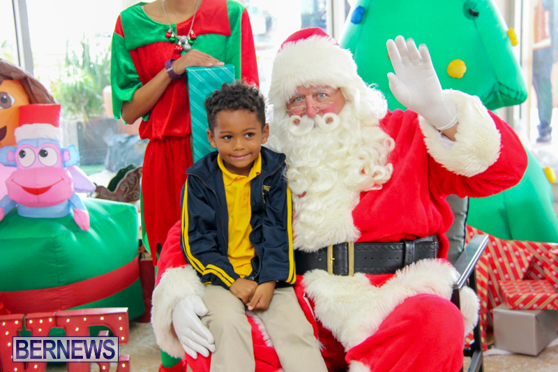 Children-Greet-Santa-At-Airport-Bermuda-November-23-2018-8416