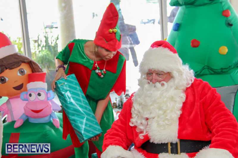 Children-Greet-Santa-At-Airport-Bermuda-November-23-2018-8419