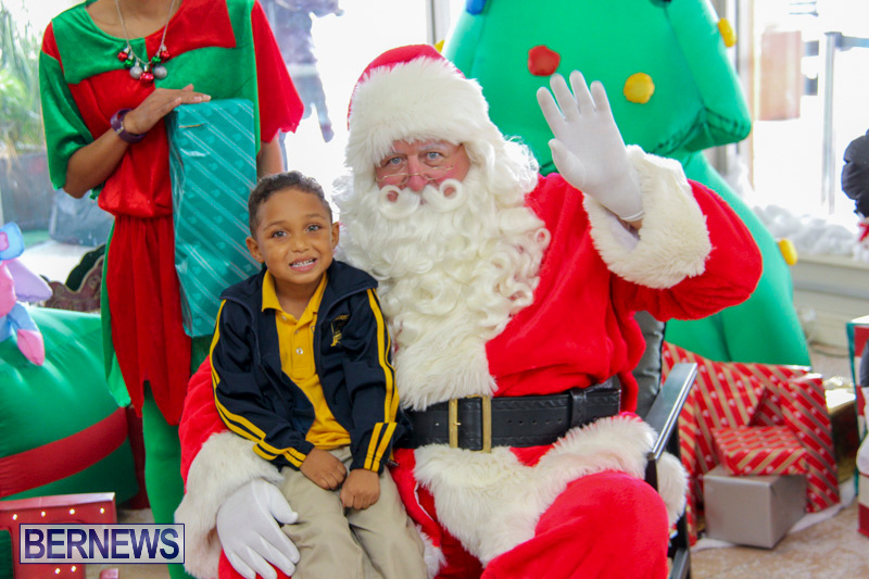 Children-Greet-Santa-At-Airport-Bermuda-November-23-2018-8420